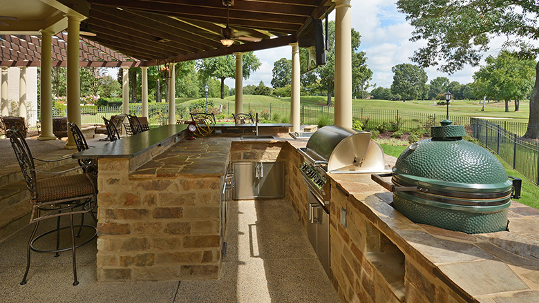 Outdoor Living & Kitchens