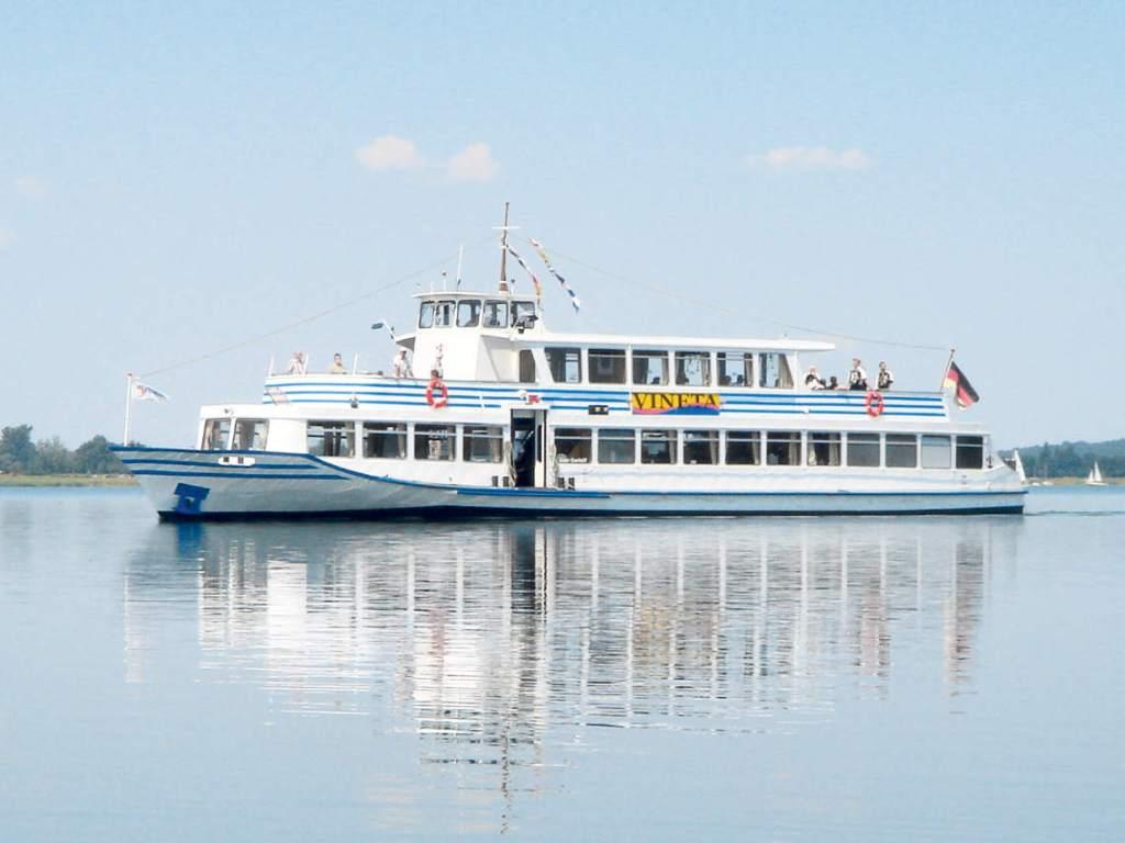 Fahrgastschiff MS Vineta auf dem Goitzschesee
