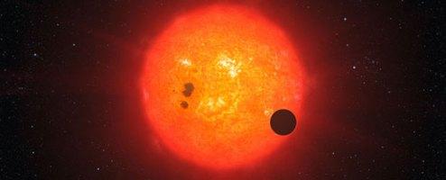Ilustrasi transit planet GJ 1214b pada bintang. Kredit : ESO/L. Calçada