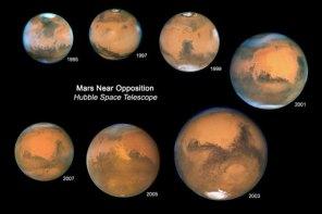 Mars jelang oposisi yang dipotret Hubble sejak tahun 1995 - 2007.Kredit : NASA/Hubble