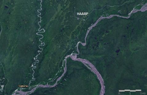 Gambar 1 Lokasi fasilitas HAARP di dekat Gakona, berdasarkan citra satelit. Sebagai petunjuk arah, atas adalah utara sementara kanan adalah timur.  Sumber : ArcGIS Indonesia, 2012.