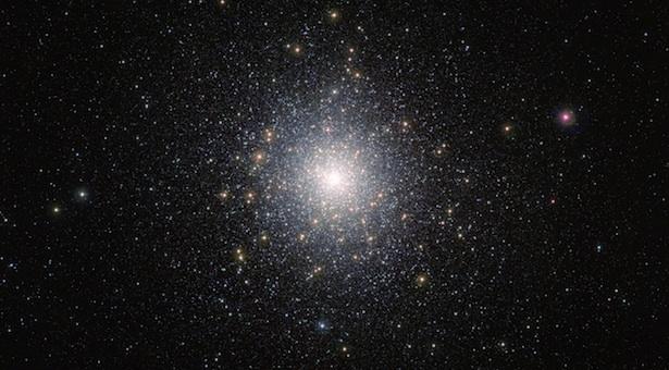 Gugus bola 47 Tucanae (NGC 104). Kredit: ESO/M.-R. Cioni/VISTA Magellanic Cloud survey.