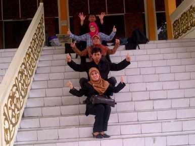 Tim FPA berfoto ria di Museum Budaya Riau