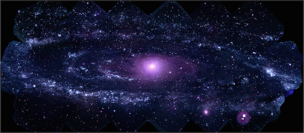 Galaksi Andromeda, M31, dalam pandangan mata Teleskop Swift. Kredit: Swift/NASA