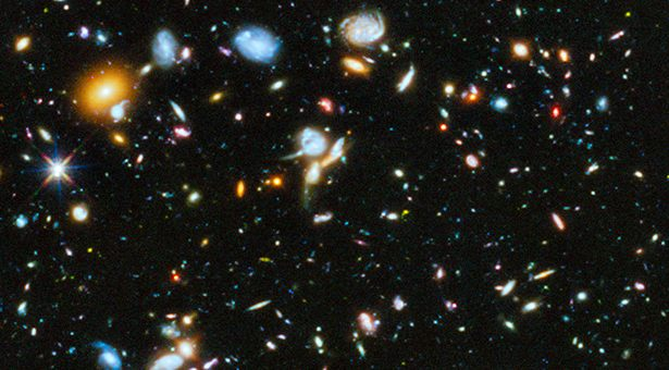 Foto galaksi-galaksi jauh oleh Teleskop Hubble. Kredit: HST/NASA/ESA