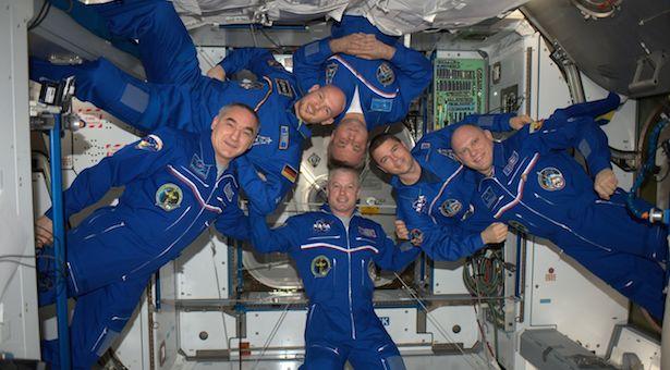 Astronaut ESA, Alexander Gerst dan kru dalam misi Blue Dot. Kredit: ESA