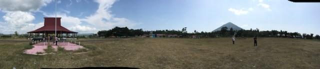 Lapangan Sasadu Lamo yang berada 1 km dari batas utara gerhana. Kredit: Avivah Yamani