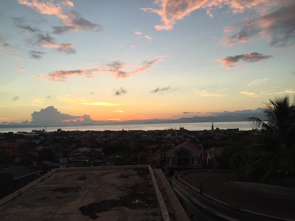 Suasana Pagi di Ternate. Kredit: Avivah Yamani
