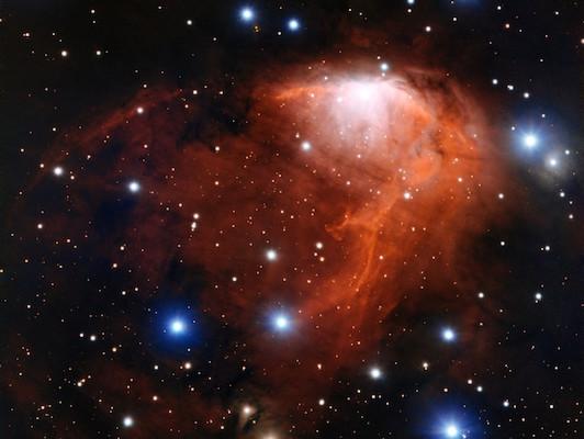 Sebuah nebula (awan gas dan debu kosmis) yang tampak bagai lidah api. Kredit: ESO.