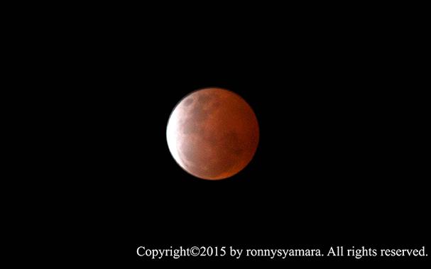 Gerhana Bulan Total 4 April 2015 yang dipotret oleh Ronny Syamara dari Sofifi, Maluku Utara. Kredit: Ronny Syamara