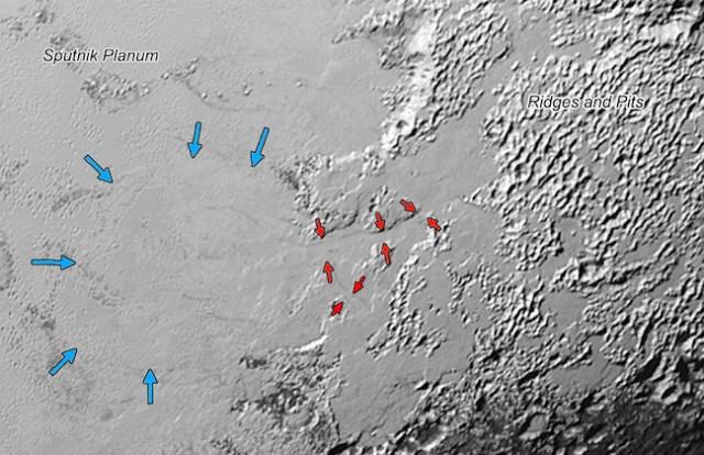 Lembah gletser di Pluto. Es yang menguap dan kemudian mengendap kembali. Kredit: NASA/JHUAPL/SwRI
