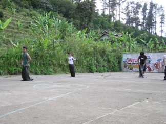 Home Tournament 2004: Balap Trashbag! Kredit: Himastron.
