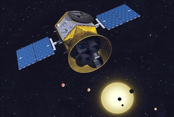 Ilustrasi Transiting Exoplanet Survey Satellite (TESS) yang akan diluncurkan tahun 2017. Kredit: MIT
