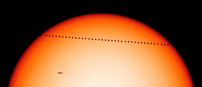 Transit Merkurius 7 Mei 2003 yang dipotret SOHO. Kredit: SOHO/NASA