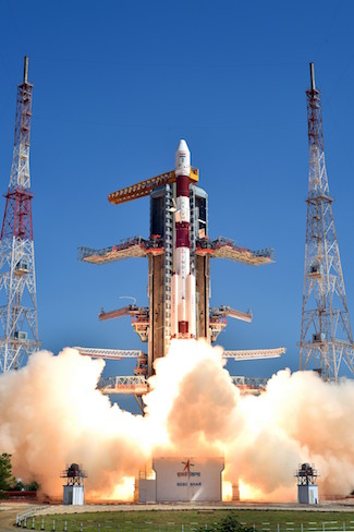 Peluncuran roket PSLV-C34 yang membawa 20 mikrosat dari berbagai negara, diantaranya mikrosat LAPAN-A3/LAPAN-IPB dari India. Kredit: Indian Space Research Organization