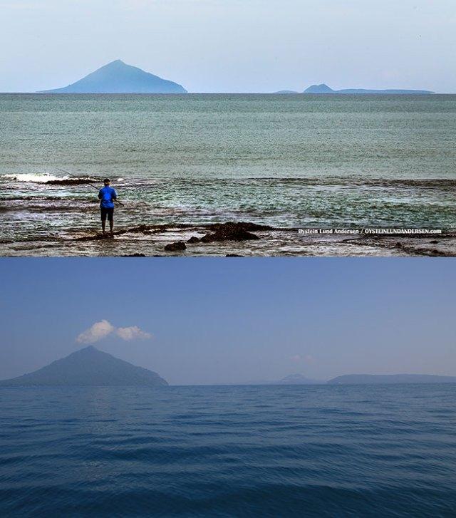 Atas: Gugus kepulauan Krakatau difoto dari pantai barat Jawa. Bawah: Gugus kepulauan Krakatau dari perairan selat Sunda. Perhatikan kaki gunung Anak Krakatau (puncak kecil di sisi kanan) yang hanya tampak pada foto bawah. Tidakkah puncak mestinya juga terlihat di pantai barat Jawa seandainya Bumi ini datar? Kredit foto: Atas Oystein Lund Andersen http://www.oysteinlundandersen.com/krakatau/2016-july/ Bawah: Justin & Crystal http://justinandcrystal.com/SEAsia2012/120618.htm