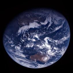Bumi yang dipotret Rosetta pada tanggal 15 November 2007. Kredit: ESA / OSIRIS Team MPS / UPD / LAM / IAA / RSSD / INTA / UPM / DASP / IDA