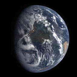 Bumi yang dipotret MESENGER saat terbang lintas tanggal 2 Agustus 2005. Kredit: NASA / JHUAPL