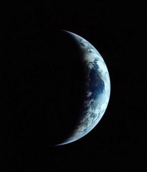 Bumi sabit dari Bulan yang dipotret misi Apollo 11 tanggal 20 Juli 1969. Kredit: NASA