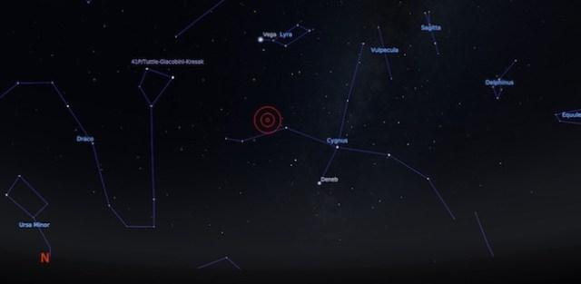 Posisi KIC9832227 di rasi Cygnus dilihat dari Bandung tanggal 25 April 2017 pukul 02:00 WIB. Kredit: Stellarium