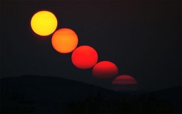 Semakin mendekati garis horizon, warna matahari berubah mulai dari kuning, jingga, bahkan merah. Kredit gambar: Monika Landy-Gyebnar diunduh dari scienceblogs.com tanggal 17 November 2016.