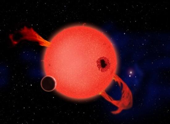 Bintang katai merah yang masih muda sangat aktif dalam melepaskan semburan sinar-X. Kredit: Planet di bintang katai merah. Kredit: David A. Aguilar (CfA/Harvard-Smithsonian)