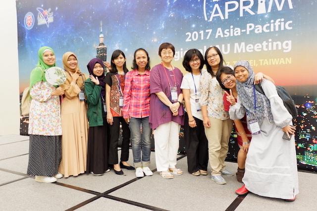 Peserta APRIM dari Indonesia bersama Ketua Panitia APRIM, You-Hua Chu. Kredit: langitselatan