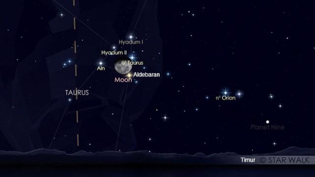 Pasangan Bulan & Aldebaran saat baru terbit di ufuk timur tanggal 9 Oktober 2017 pukul 22:00 WIB. Kredit: Star Walk