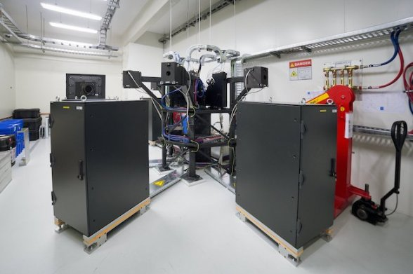 ESPRESSO saat mengumpulkan cahaya dari 4 teleskop VLT milik ESO. Kredit: ESO/P. Horálek