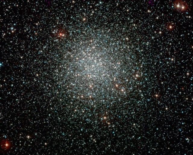 Gugus Bola NGC 3201, yang dipotret dengan instrumen WFI pada teleskop ESO/MPG 2.2-m di La Silla. Kredit: ESO