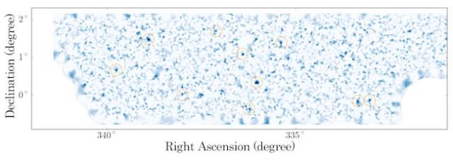 Peta distribusi materi gelap dalam 2 dmensi. Materi gelap terkonsentrasi pada gumpalan padat. Kredit: NAOJ/University of Tokyo