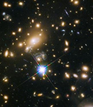 Kaca Pembesar Kosmis Mendeteksi Bintang Terjauh di Alam Semesta