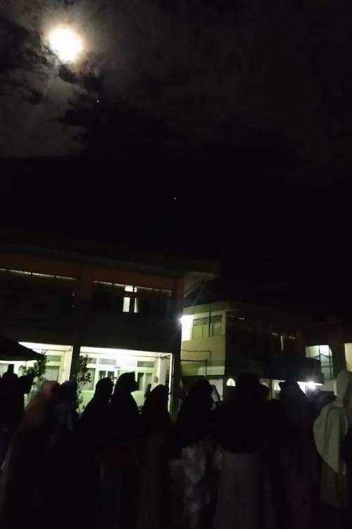 Suasana Pengamatan sesi pertama di dalam Kompleks Asrama Puteri.Kredit foto: Diniyyah Science Center