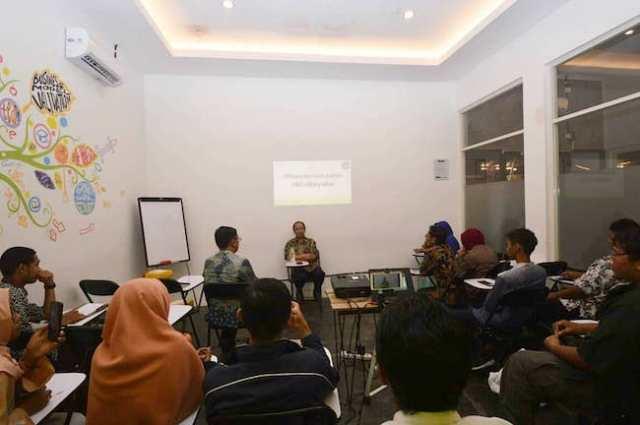 Diskusi pentingnya Planetarium Jawa Timur bersama Kepala LAPAN, Prof. Thomas Djamaluddin. Kredit: FOKALIS JATIM