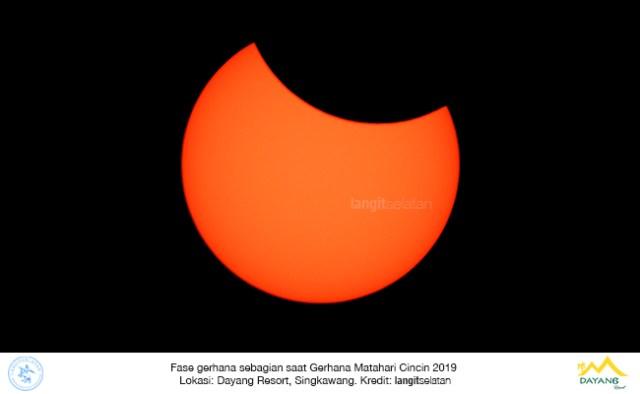 Fase gerhana sebagian saat Gerhana Matahari Cincin 26 Desember 2019. Kredit: langitselatan