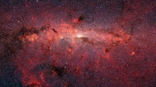 Gambar ratusan ribu bintang padat di pusat Bima Sakti. Gambar inframerah yang diambil oleh Spitzer mencakup area 890 tahun cahaya dan lebar 640 tahun cahaya. Kredit: NASA / JPL-Caltech