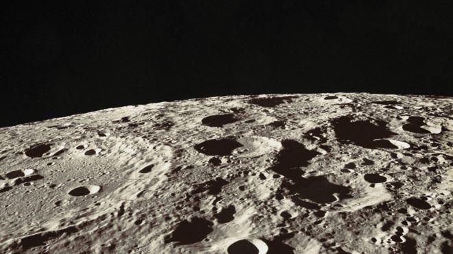 Permukaan Bulan. Kredit: NASA