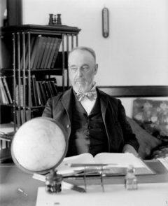 Asaph Hall. Astronom Amerika yang menemukan Phobos dan Deimos. Kredit: U.S. Naval Observatory Library