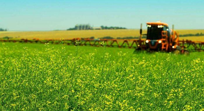 Menjual alat pertanian modern