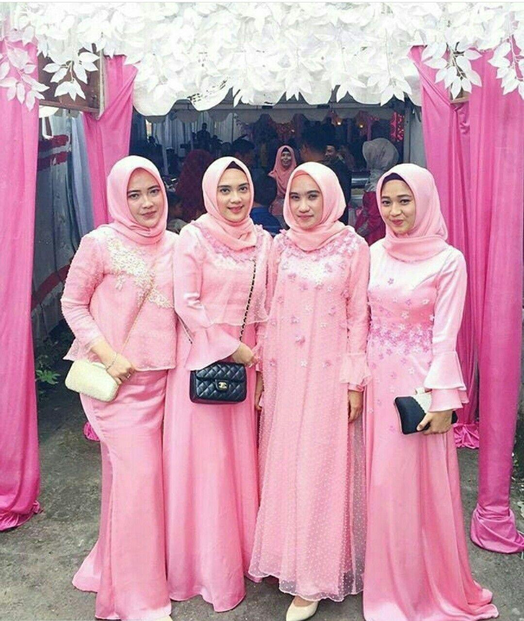 Baju bridesmaid berwarna pink