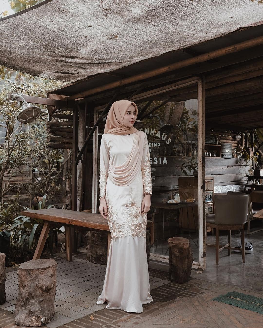 baju kondangan simple hijab dengan dress modern
