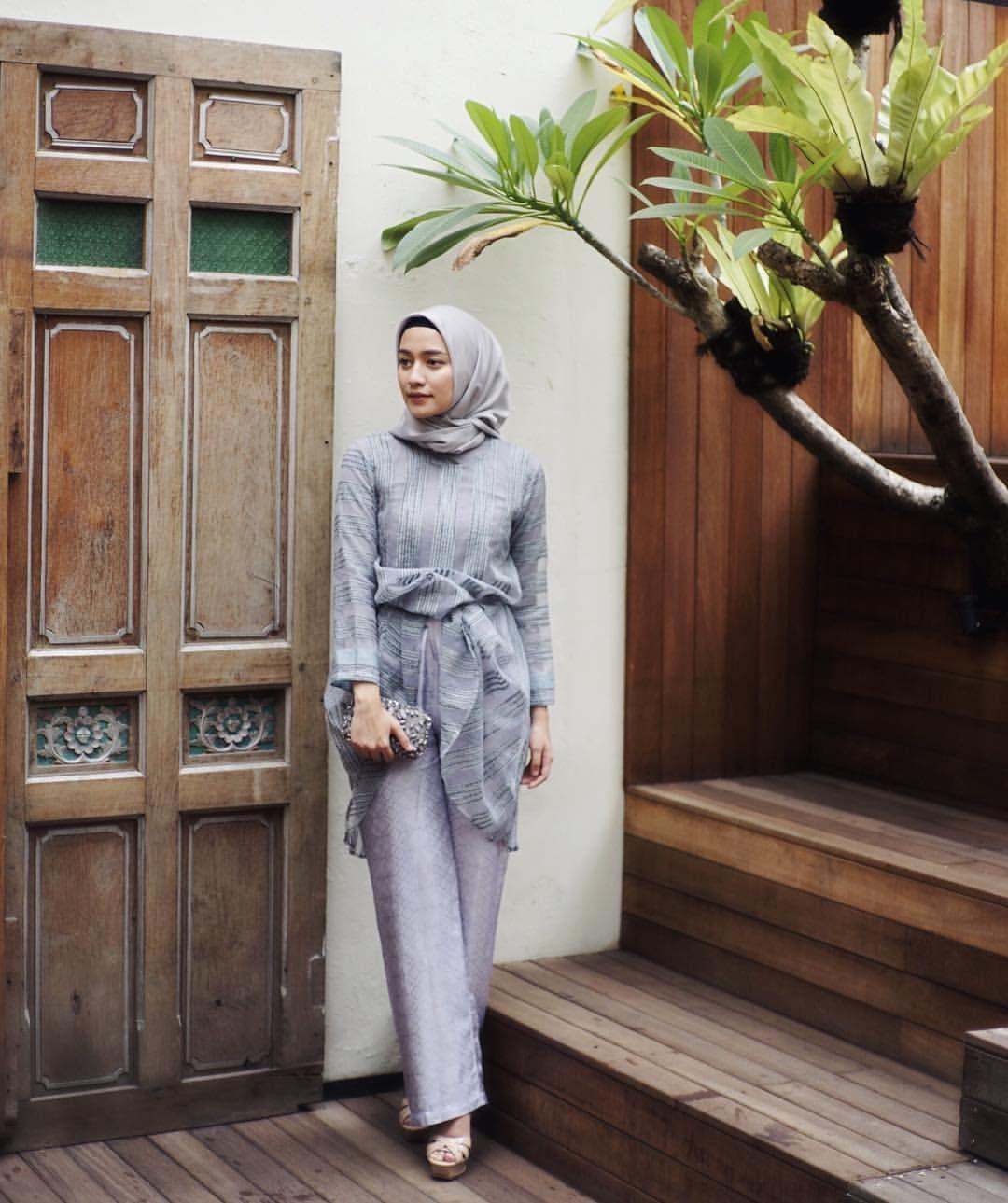 baju kondangan simple hijab dengan kebaya model blouse