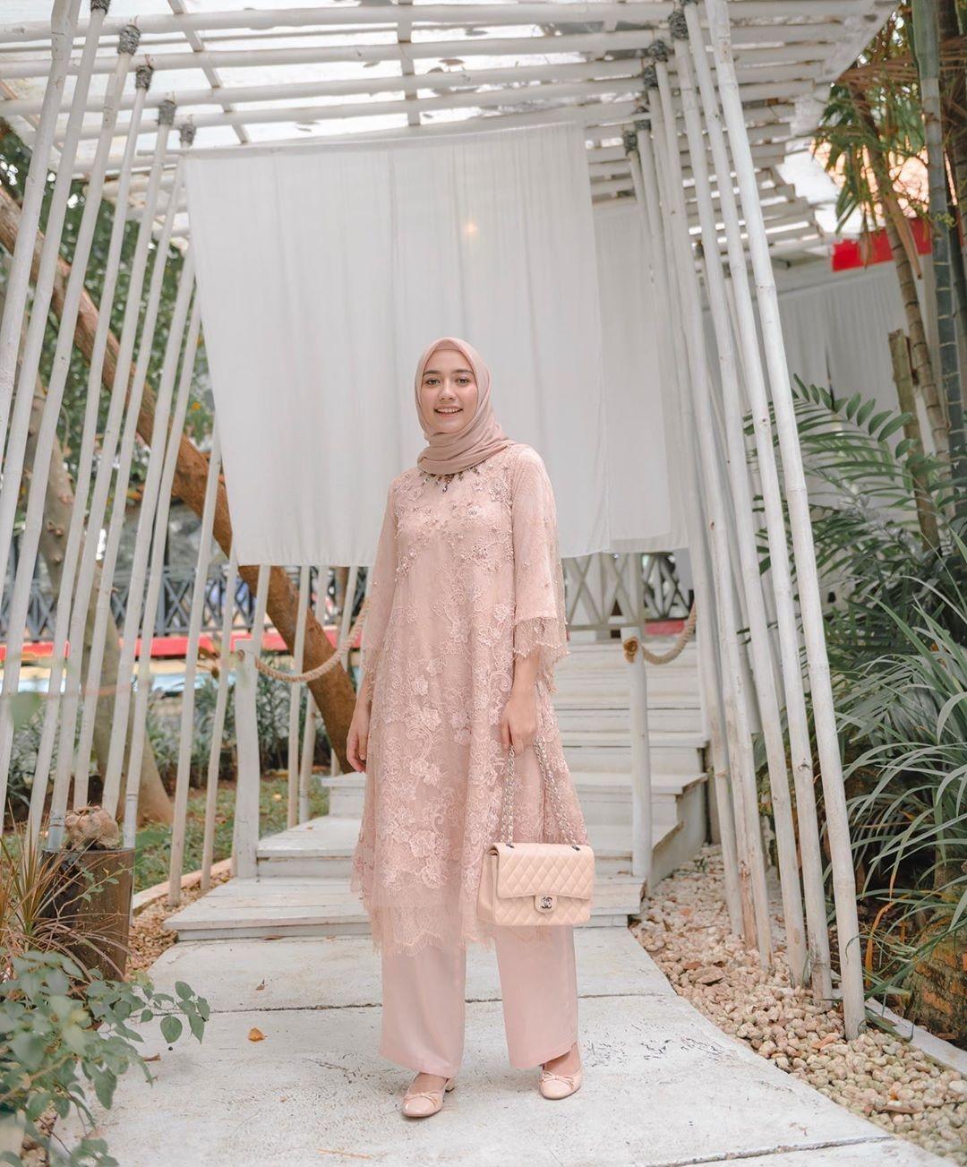 baju kondangan simple hijab dengan kebaya model tunik