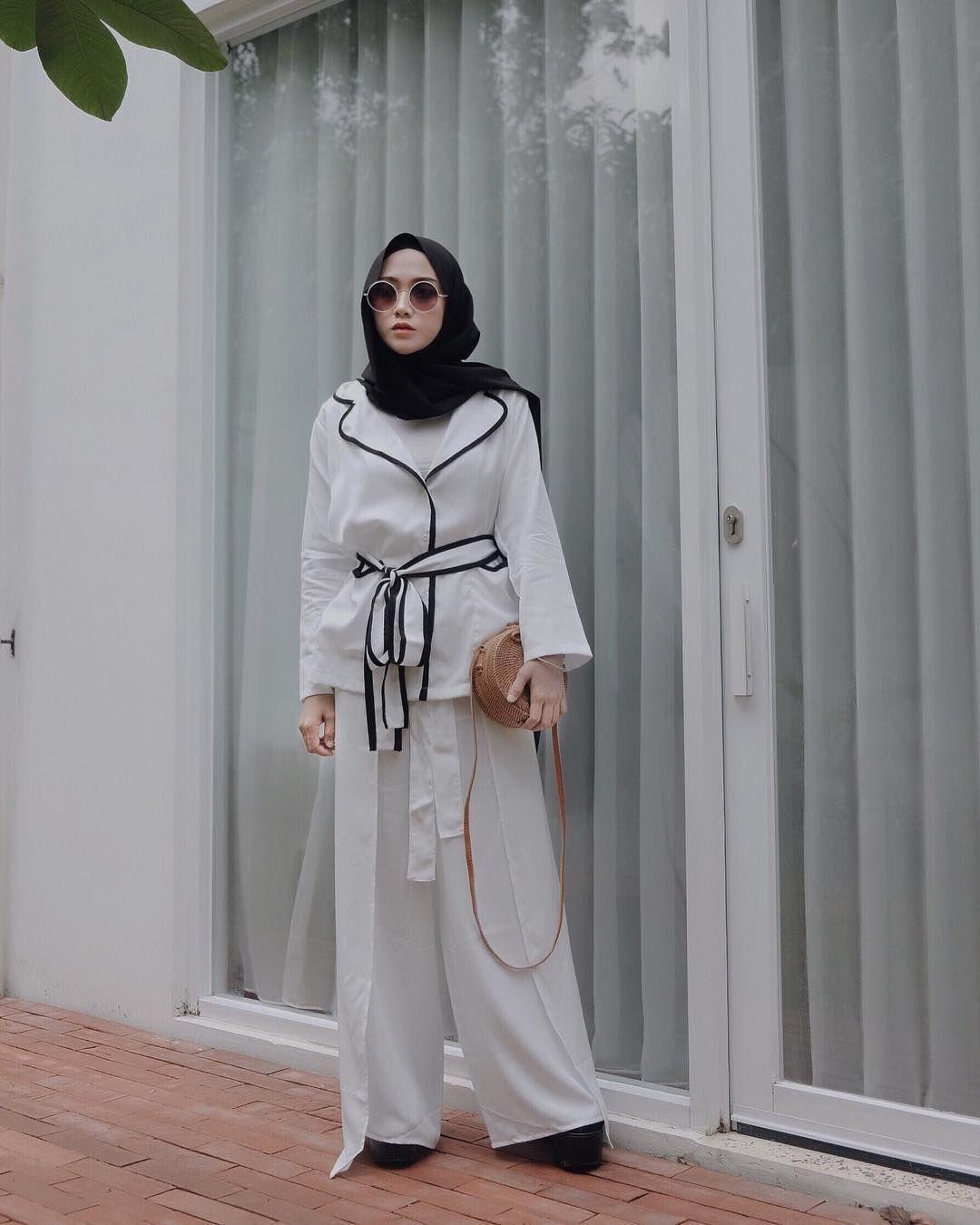 baju setelan celana hijab dengan setelan putih