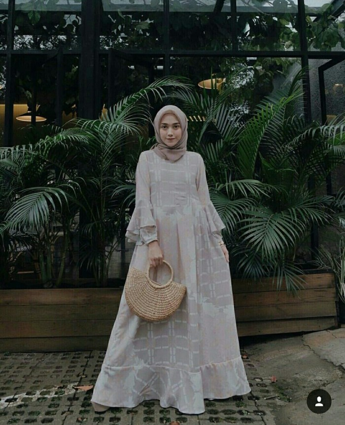 Dress pesta warna putih