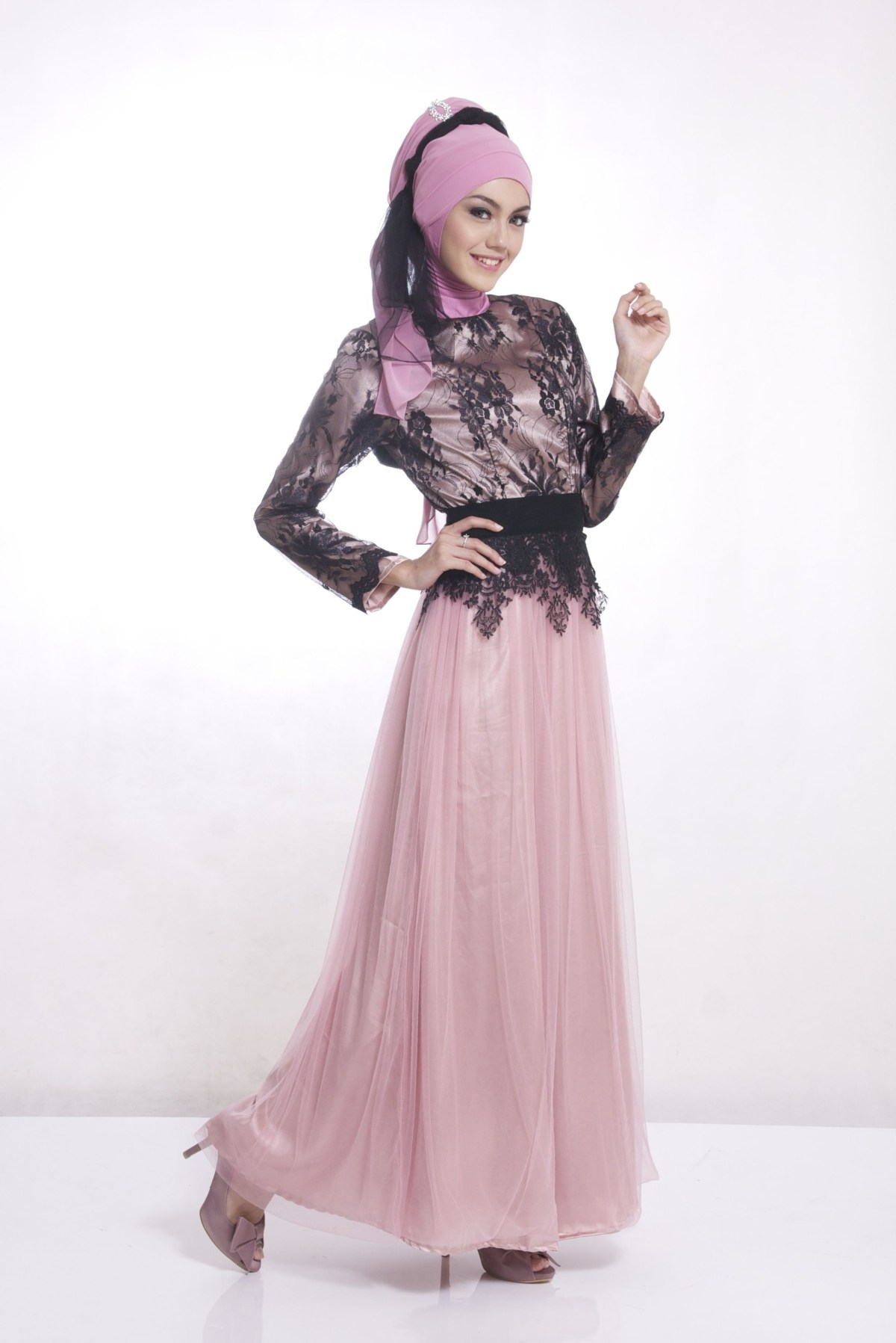 Dress pink dengan brokat