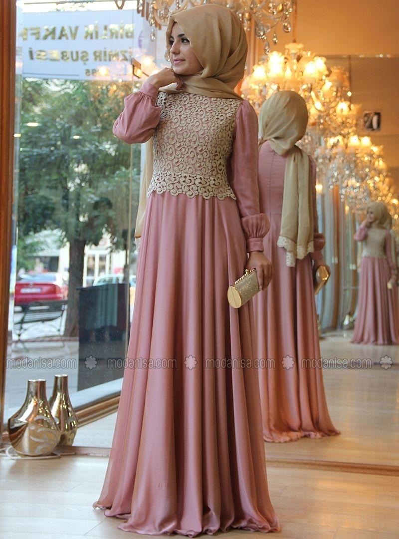 Gaun pink dengan brokat cream