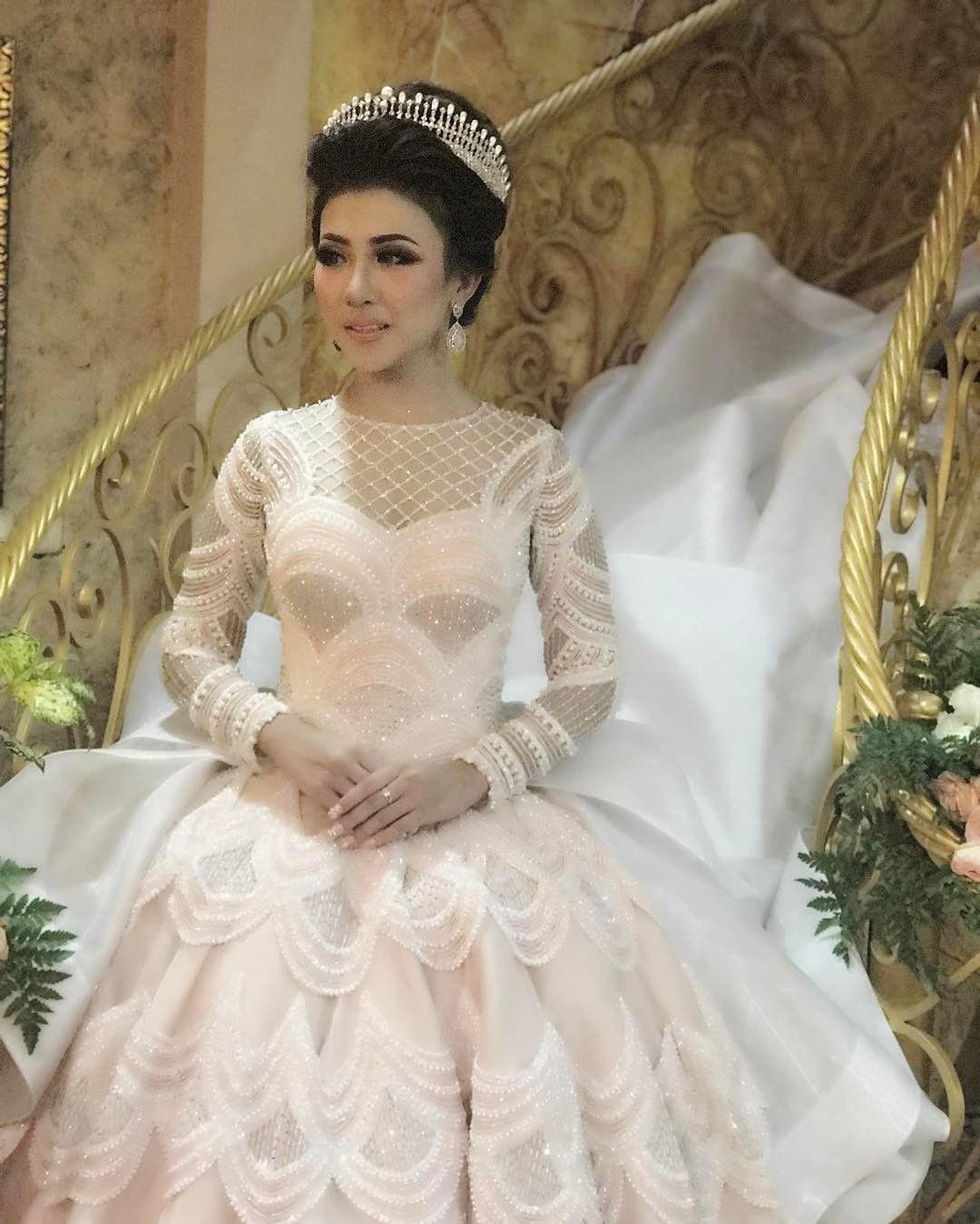 Gaun putih untuk pernikahan