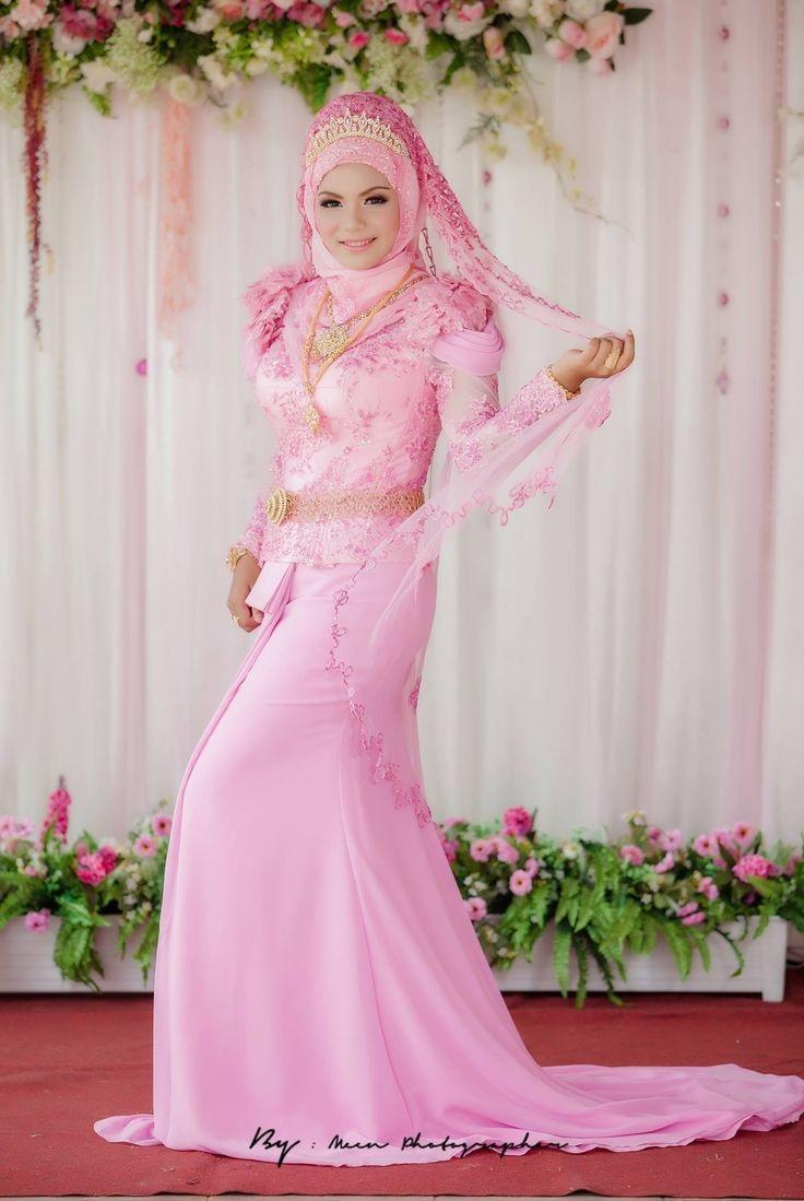 Gaun warna pink cetar