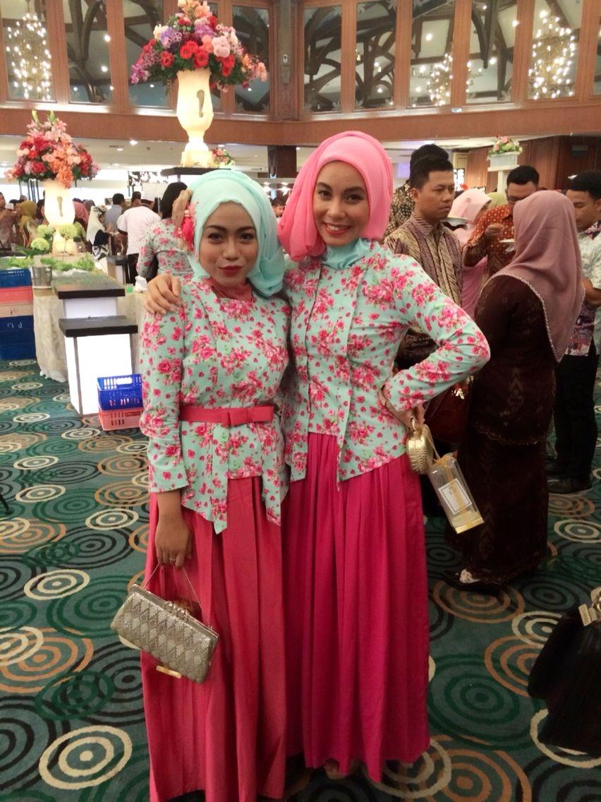Kebaya kutu baru hijab dengan kombinasi bawahan rok